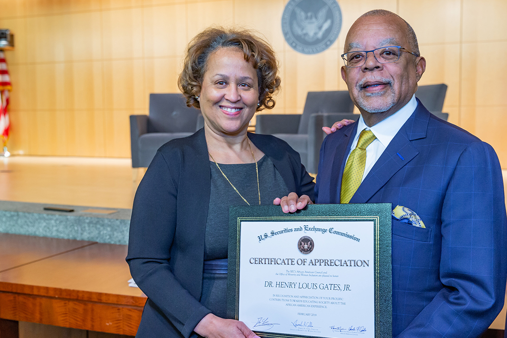 Pam Gibbs, Director of the Office of Minority and Women Inclusion, thanks Dr. Henry Louis Gates for his presentation with a certificate of appreciation from the SEC.
